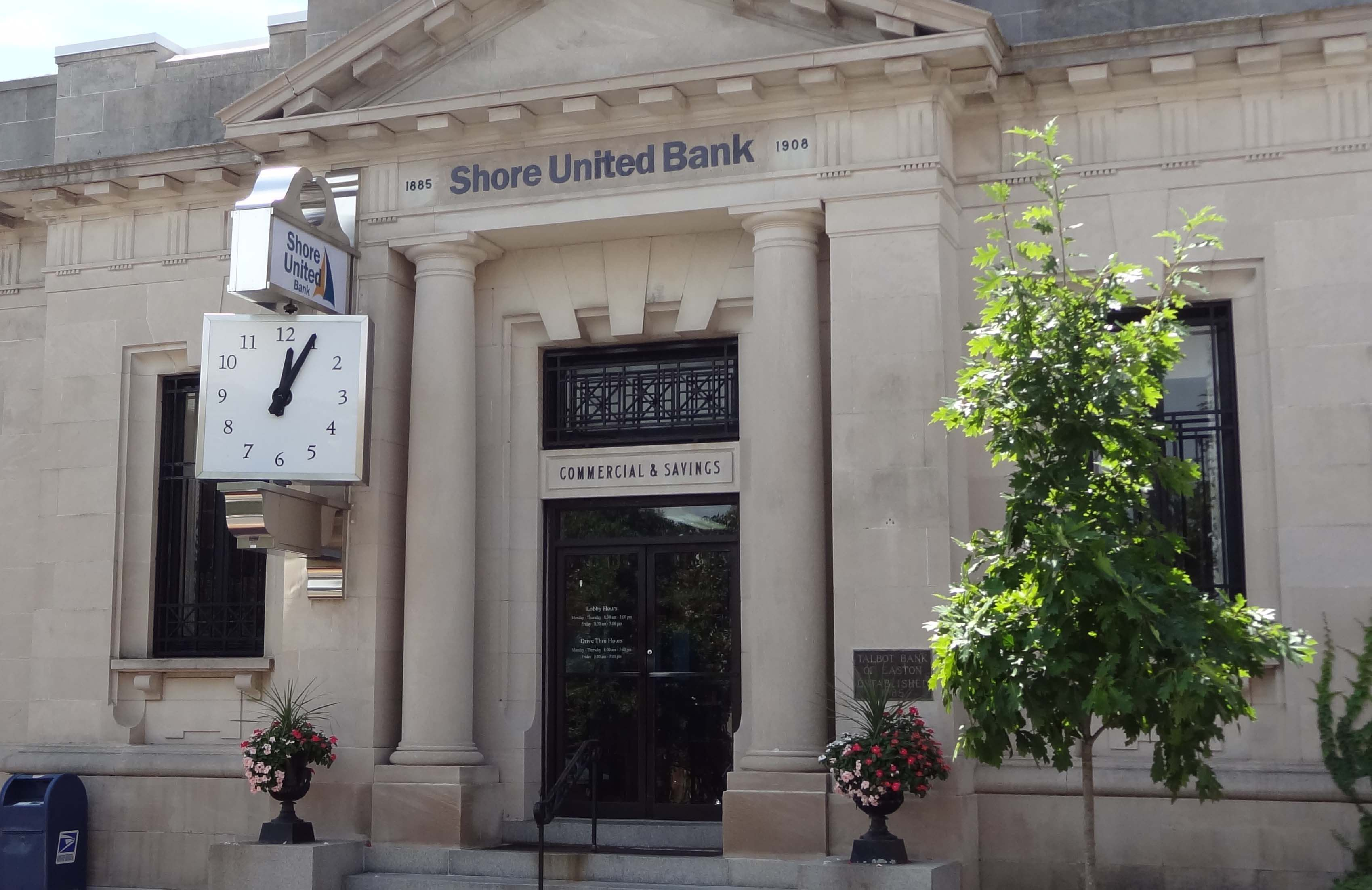 Shore United Bank branch on Dover Street in Easton, MD