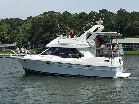 36' Bayliner cruising on Leason Cove in Lusby, MD